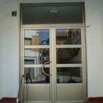 Reparación puerta de aluminio
